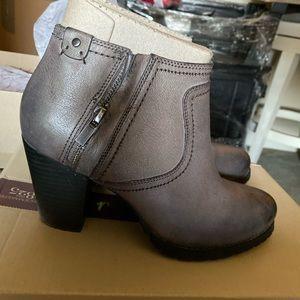 Clark's Boots 7.5 M